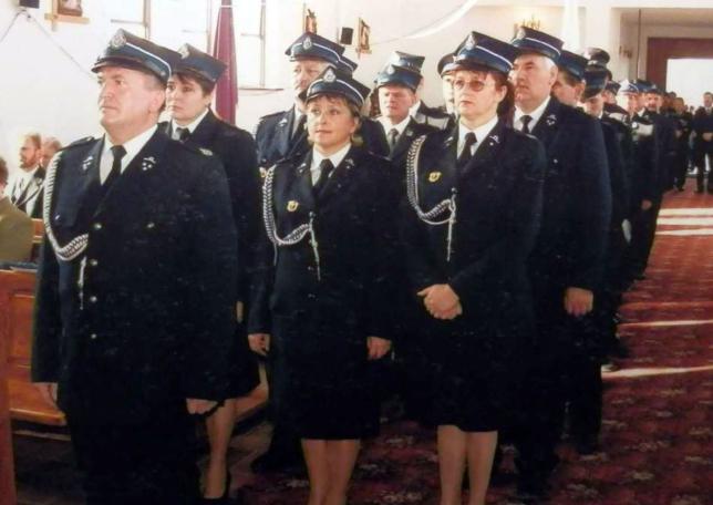 Strażacy w kościele.
